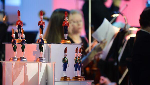 Призы Международного телевизионного конкурса юных музыкантов Щелкунчик. Архивное фото