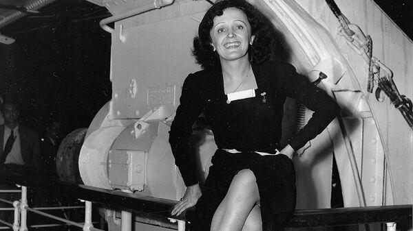 Французская певица и актриса Эдит Пиаф, 16 октября 1947 год
