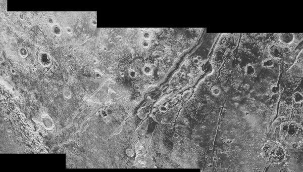 Фотография поверхности Плутона, полученная New Horizons