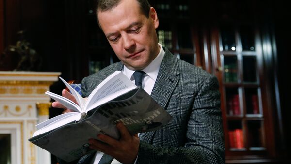 Премьер-министр РФ Д.Медведев принял участие в проекте ВГТРК Война и мир. Читаем роман