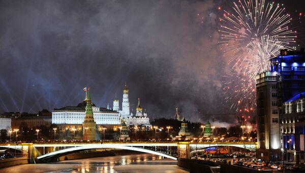 Праздничный салют в Москве в новогоднюю ночь. Архивное фото