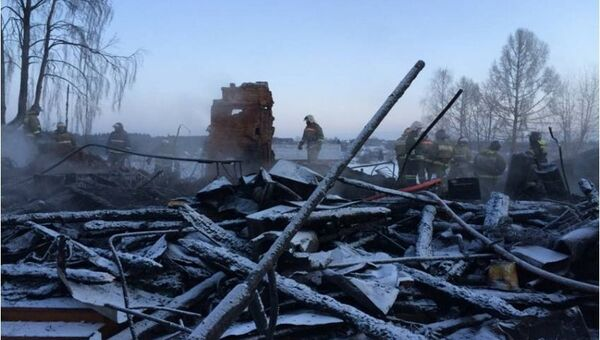 Фото с места пожара в доме в поселке Песочное Рыбинского района Ярославской области