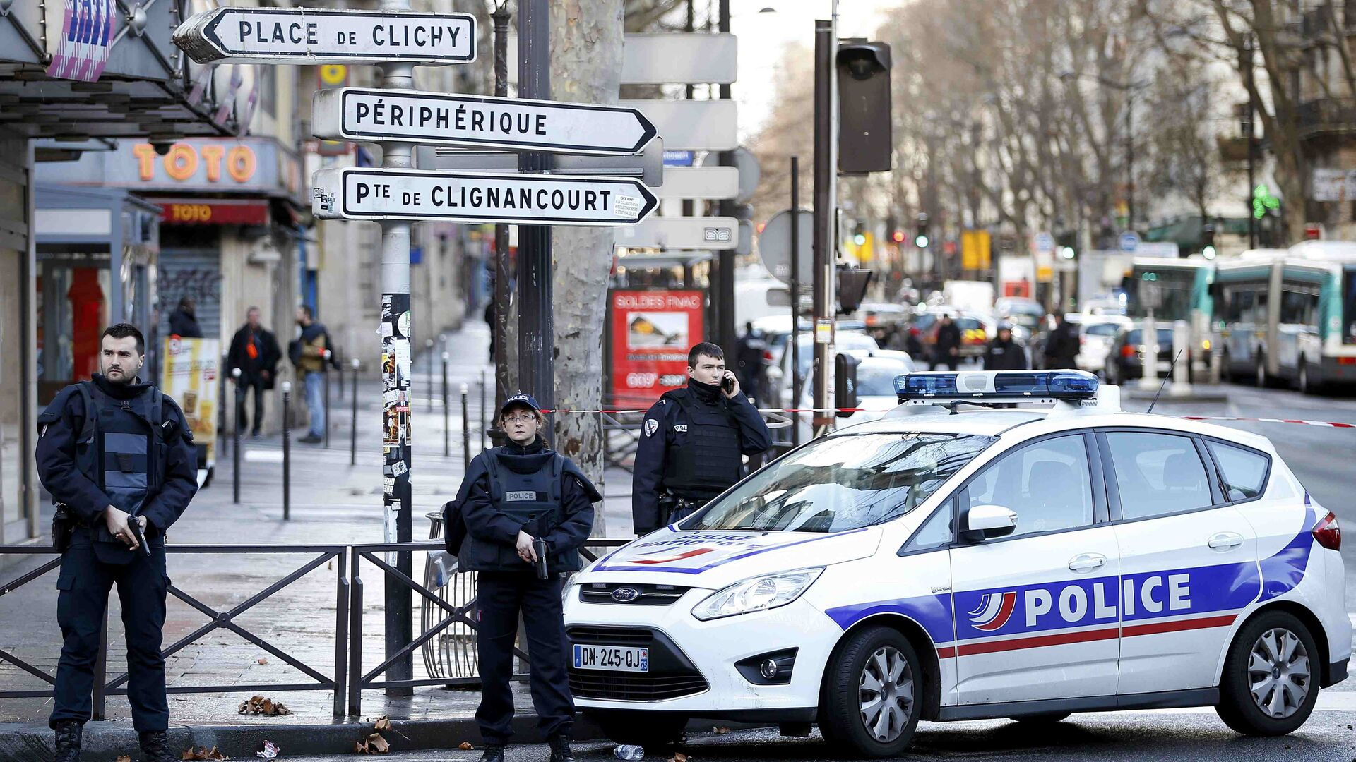 При стрельбе в пригороде Парижа пострадала десятилетняя девочка