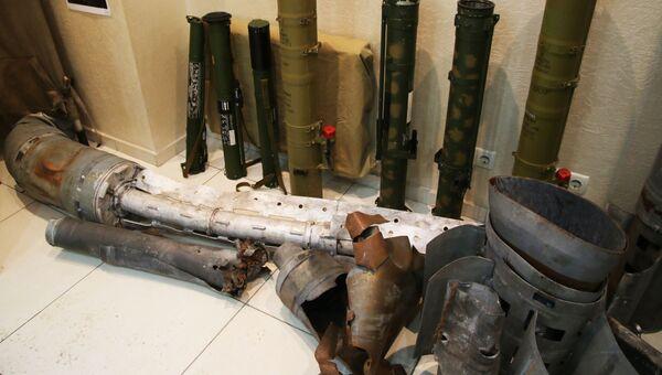 Экспонаты выставки о преступлениях Киева в Донбассе (Луганск). Архивное фото