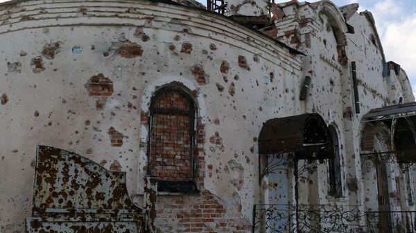 Разрушенный в результате обстрелов православный храм в Донецке