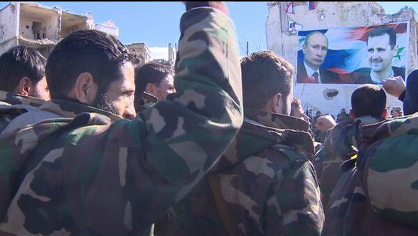 Сирийские солдаты скандировали Асад! Путин! в освобожденной Ар-Рабии