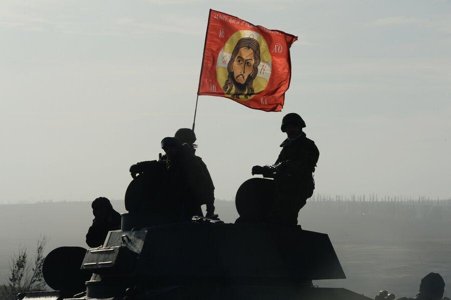 Отвод колонны тяжелой военной техники ДНР из Донецкой области
