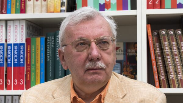 Журналист, декан Высшей школы телевидения МГУ Виталий Третьяков. Архивное фото