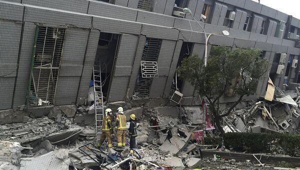 Обрушившееся здание на Тайване