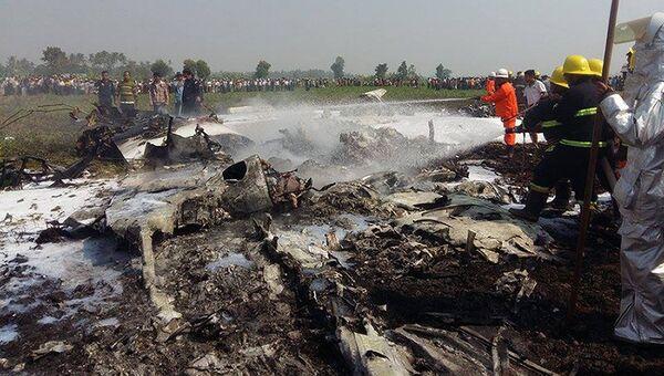 На месте крушения военного самолета в Мьянме, 10 февраля 2016