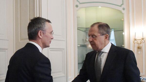 Министр иностранных дел РФ Сергей Лавров и генеральный секретарь НАТО Йенс Столтенберг
