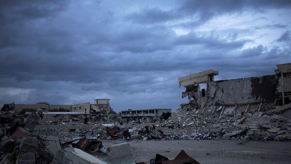 Разрушенные казармы Баб-аль-Азизия в Триполи, Ливия. Архивное фото