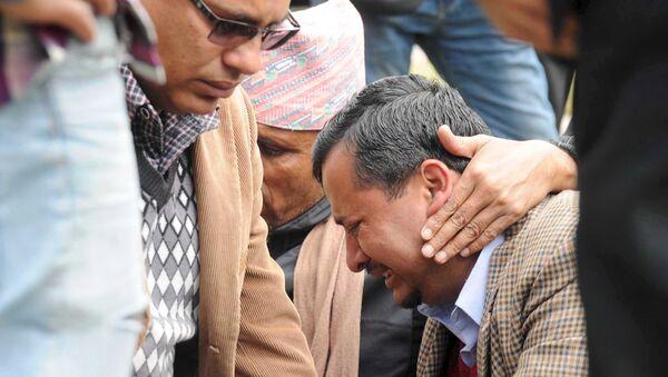 Родственники жертв разбившегося самолета авиакомпании Tara Airlines в городе Покхара, Непал. 24 февраля 2016