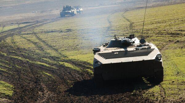 Военная техника ополчения ДНР во время учений