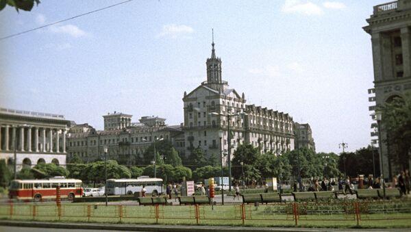 На улице Крещатик в городе Киеве. Архивное фото