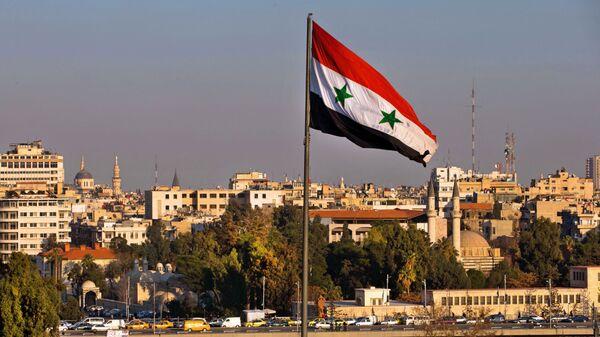 Флаг Сирии на улице Дамаска. Архивное фото