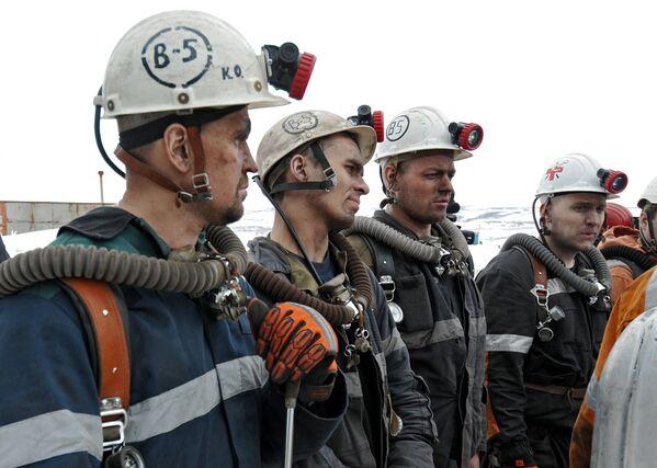 Горноспасатели у шахты Северная в Воркуте