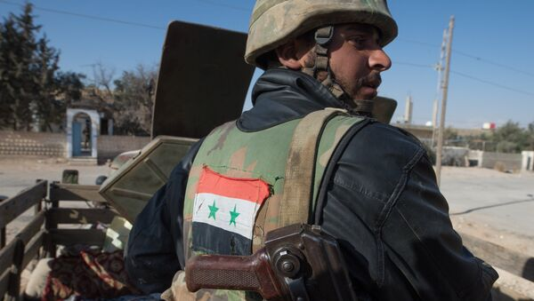 Бойцы Сирийской арабской армии ведут бой против отрядов террористов в окрестностях города Мхин в Сирии