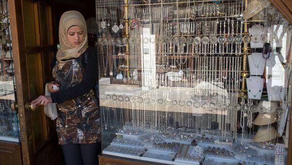 Женщина на рынке в Старом городе Дамаска. Архивное фото