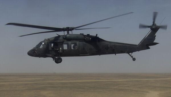 Американский многоцелевой вертолет Sikorsky UH-60 Black Hawk (Черный ястреб). Архивное фото