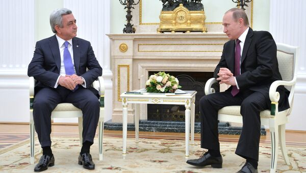 Президент России Владимир Путин и президент Армении Серж Саргсян во время встречи в Кремле. Архив