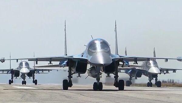 Самолеты ВКС на авиабазе Хмеймим, Сирия. Архивное фото