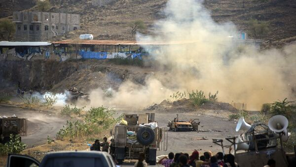 Столкновение правительственных войск с повстанцами-хуситами в городе Таиз на юге Йемена. 21 марта 2016. Архивное фото