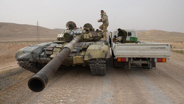 Бойцы Сирийской арабской армии и отряда народного ополчения Соколы пустыни