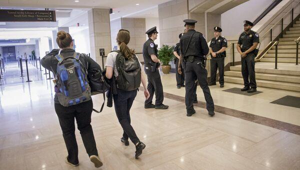Сотрудники полиции в Капитолии. 28 марта 2016