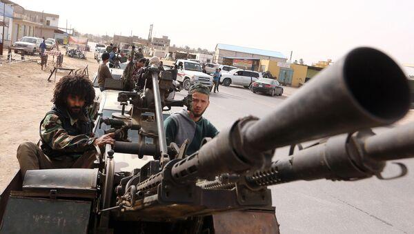 Боевики на пикапе, недалеко от Триполи, Ливия. Архивное фото