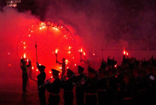 Торжественная церемония закрытия военно-музыкального фестиваля Спасская башня