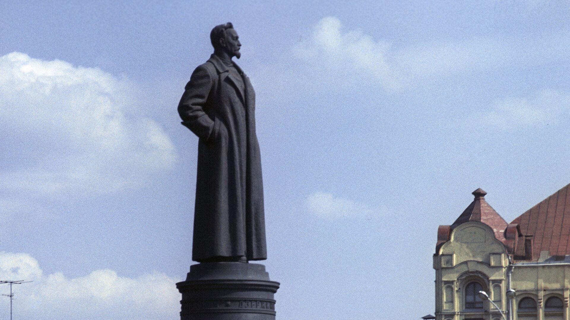 Памятник Феликсу Эдмундовичу Дзержинскому. Скульптор Е. В. Вучетич, архитектор Г. А. Захаров. 1958. - РИА Новости, 1920, 18.02.2021