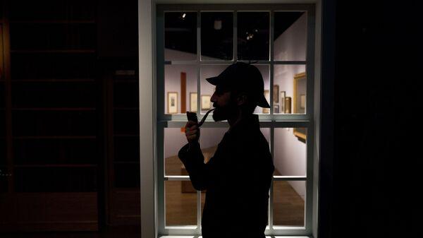 Фигура персонажа Артура Конана Дойла сыщика Шерлока Холмса в музее Лондона