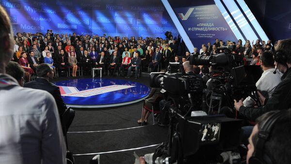 Президент РФ Владимир Путин участвует в работе III Медиафорума ОНФ Правда и справедливость