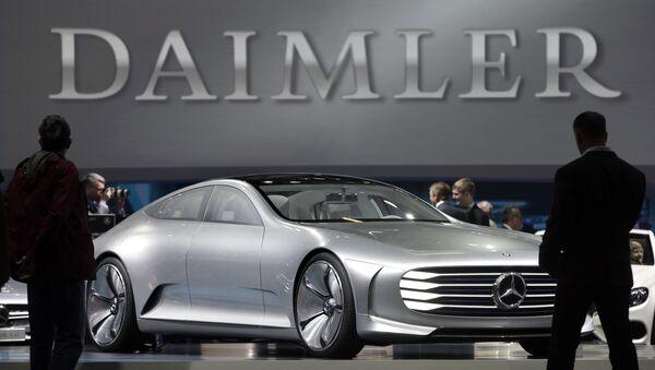 Концепт-кар Mercedes Benz на стенде немецкого концерна Daimler. Архивное фото