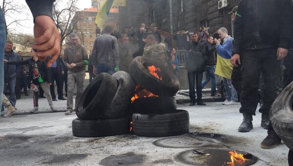 Митинг активистов Автомайдана у здания администрации президента Украины в Киеве
