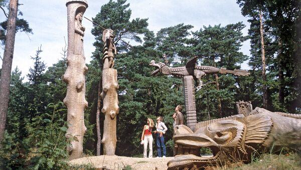 Ансамбль деревянных скульптур на горе Ведьм. Поселок Юодкранте, город Неринга, Куршская коса, Литва