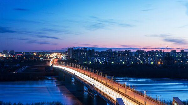 Мост 60-летия Победы через реку Иртыш в городе Омске