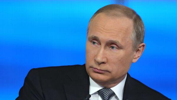 Прямая линия с Владимиром Путиным в эфире российских телеканалов и радиостанций. Архивное фото
