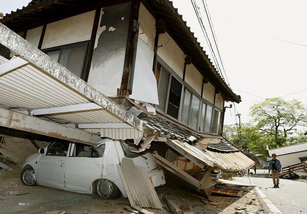 Разрушенные в результате землетрясения здания. Кумамото, Япония. Апрель 2016