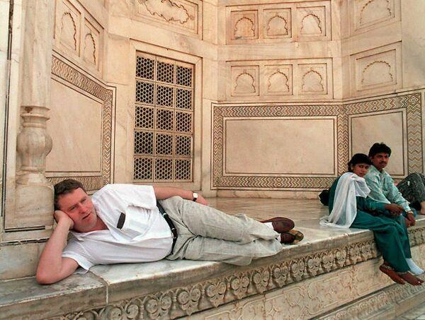 Лидер ЛДПР Владимир Жириновский во время посещения Тадж-Махала, Индия
