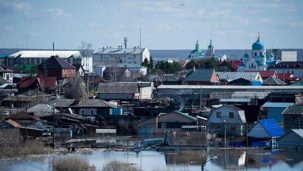 Частные дома в городе Ишим Тюменской области, подтопленные в результате сильного поднятия воды в реках Ишим и Карасуль. Архивное фото