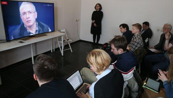 Экс-глава ЮКОСа Михаил Ходорковский во время онлайн пресс-конференции в офисе Открытой России