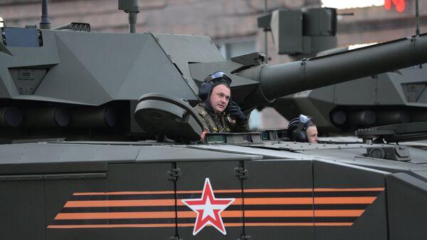 Экипаж танка Т-14 на гусеничной платформе Армата