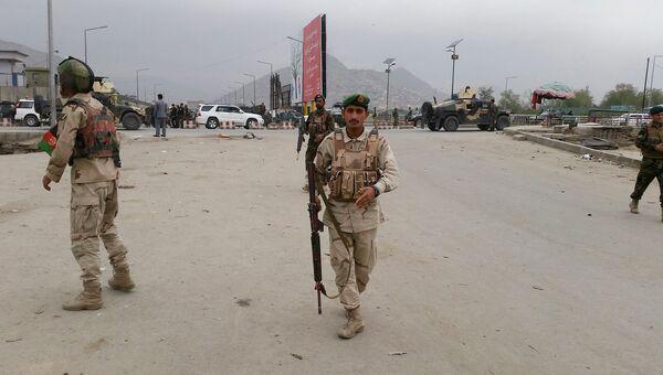 Службы безопасности на месте взрыва в Кабуле. 19 апреля 2016