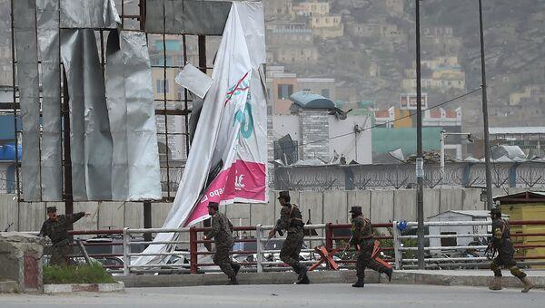 Службы безопасности на месте взрыва в Кабуле, 19 апреля 2016