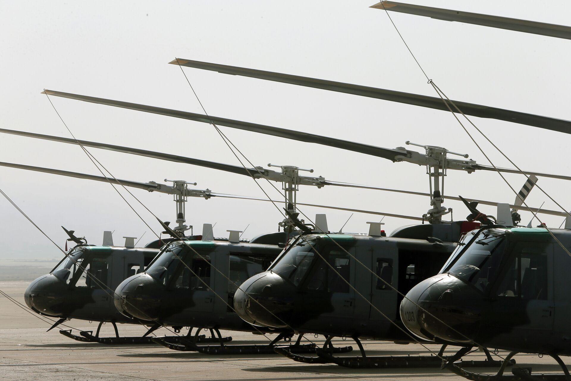 Вертолеты UH-1 - РИА Новости, 1920, 27.11.2020