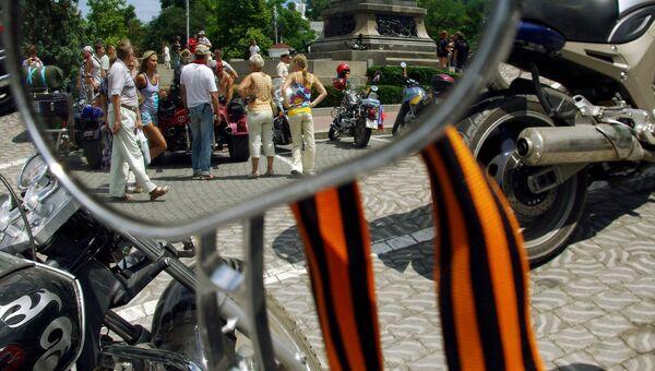 Георгиевская ленточка на мотоцикле. Архивное фото