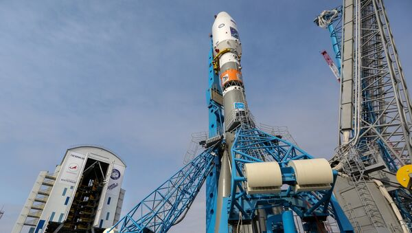 Вывоз ракеты Союз-2.1а с космическими аппаратами на стартовую площадку космодрома Восточный