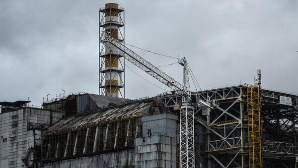 Саркофаг над четвертым энергоблоком Чернобыльской АЭС. Архивное фото